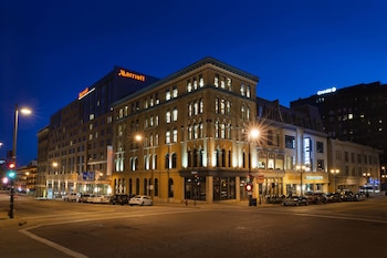 Picture of Marriott Milwaukee Downtown in Milwaukee