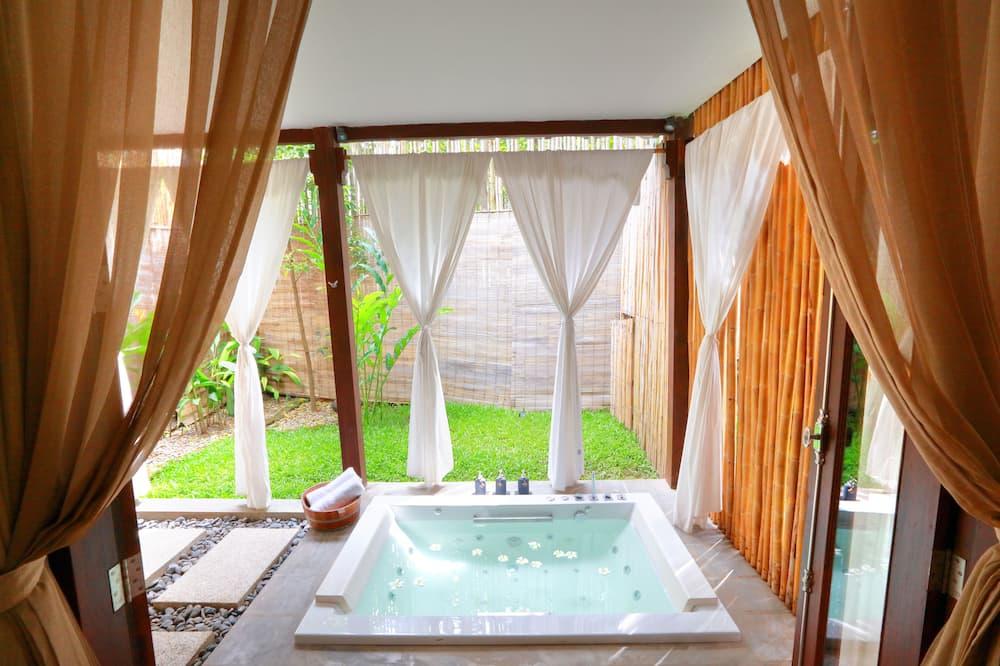 Vila Romantis, 1 Tempat Tidur King, pemandangan kebun, lantai dasar - Bathtub Spa Dalam Ruangan