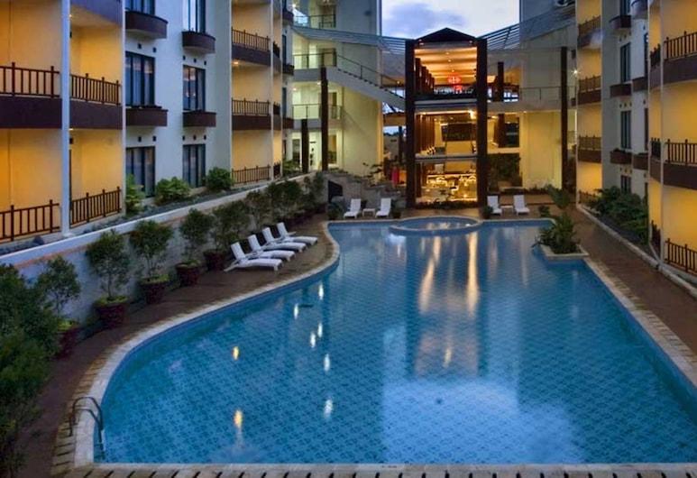 Palace Hotel, Cipanas, Útilaug