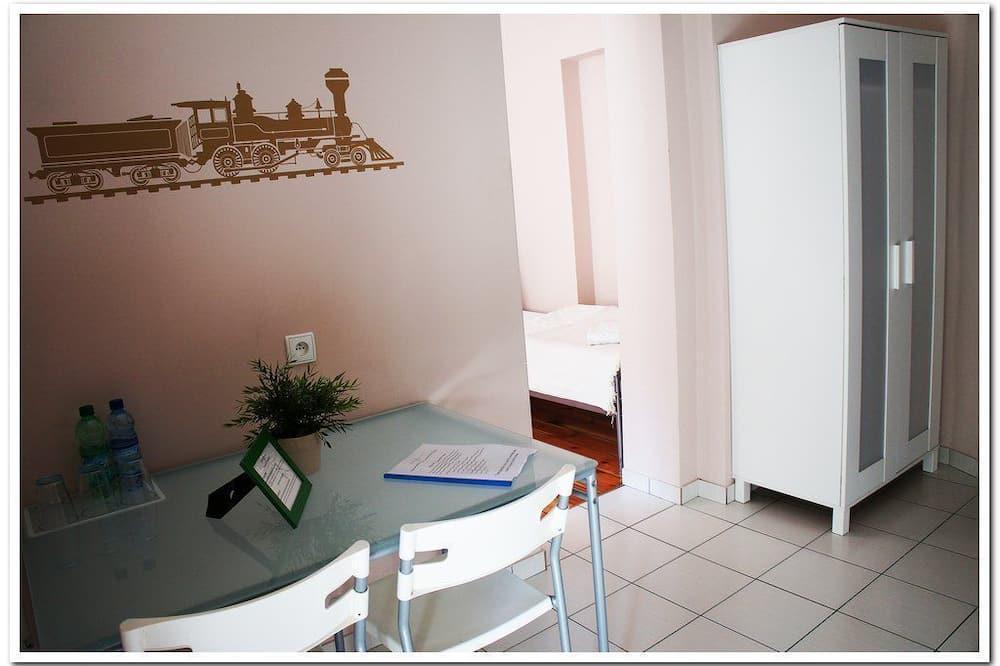 Dreibettzimmer, eigenes Bad - Wohnbereich