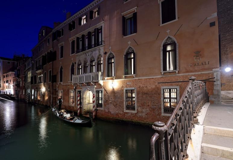 Hotel Ai Reali di Venezia, Veneetsia, Fassaad õhtul/öösel