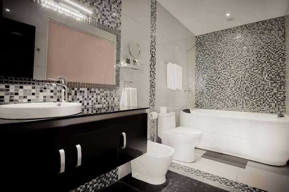 Apartment, Stadtblick - Badezimmer