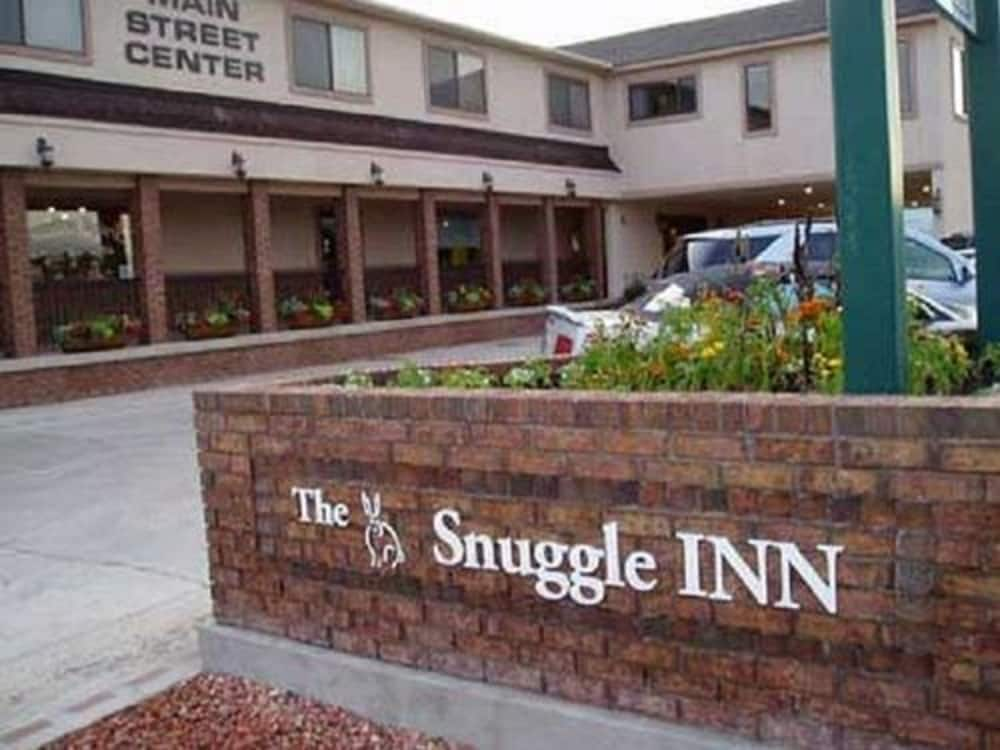 The Snuggle Inn, Loa