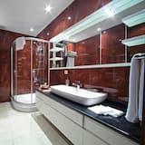 Apartmán typu Deluxe, výhľad na záhradu - Kúpeľňa