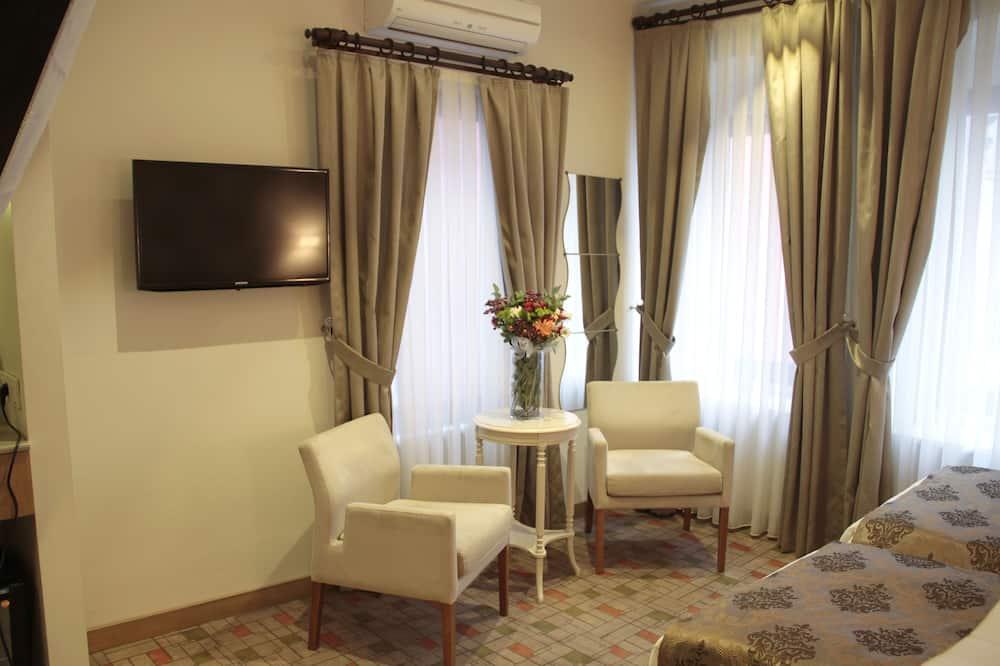 Triple Room, Private Bathroom - Sala de estar