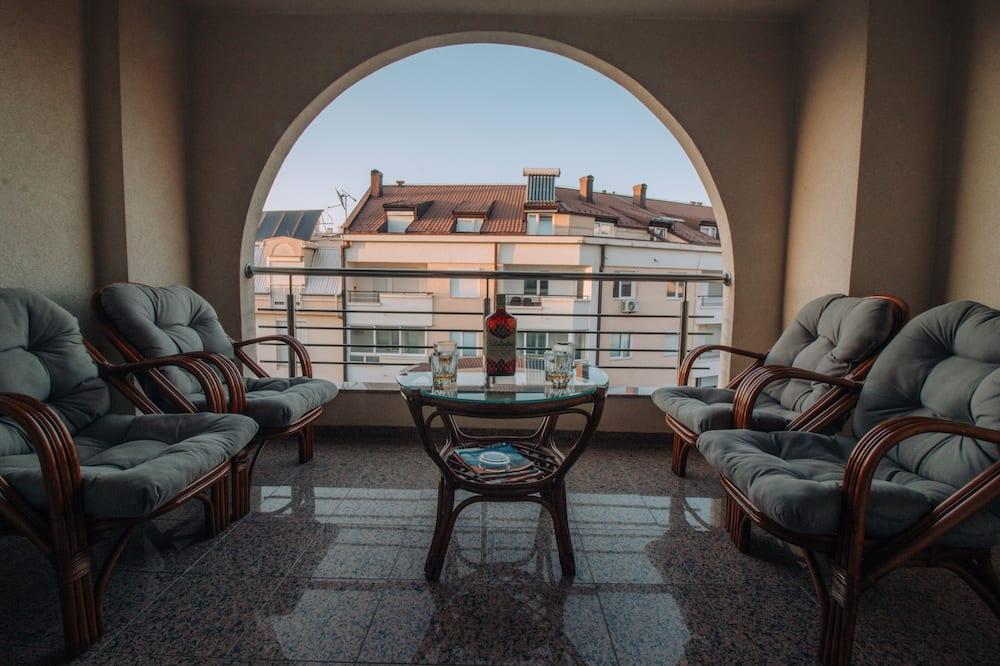 Deluxe négyágyas szoba, 2 hálószobával, kilátással a hegyre - Terasz/udvar