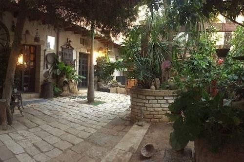 古城牆酒店/