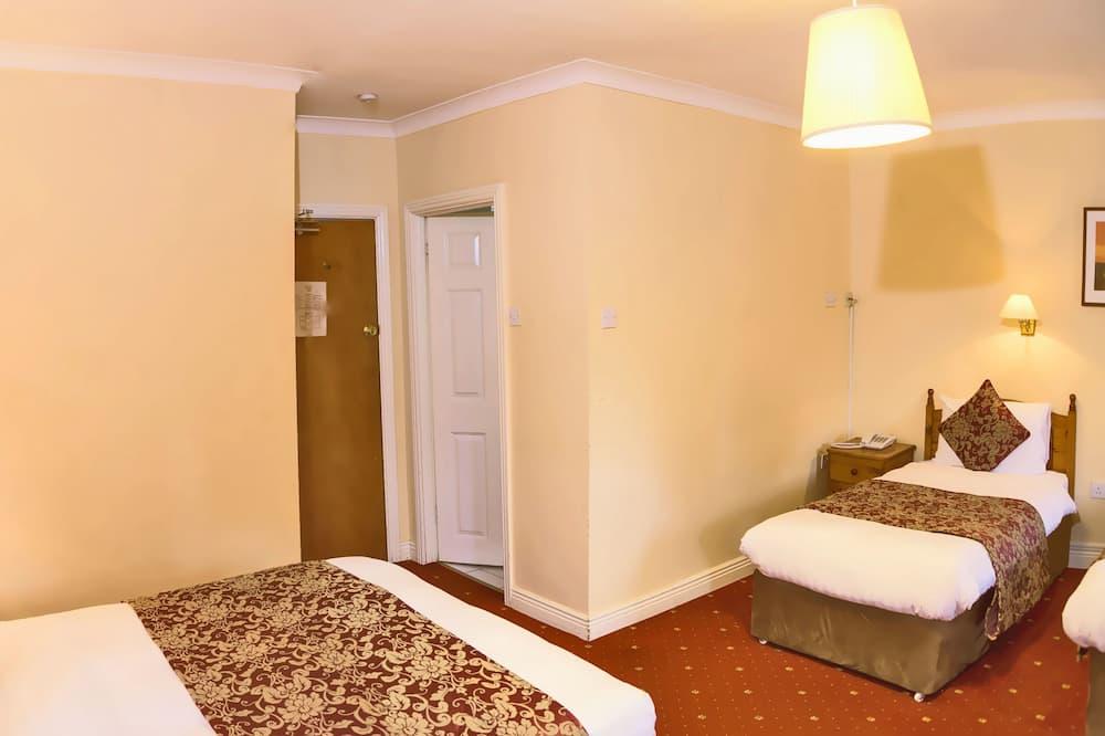Standartinio tipo trivietis kambarys, 1 miegamasis, iš miegamojo pasiekiamas vonios kambarys - Svečių kambarys