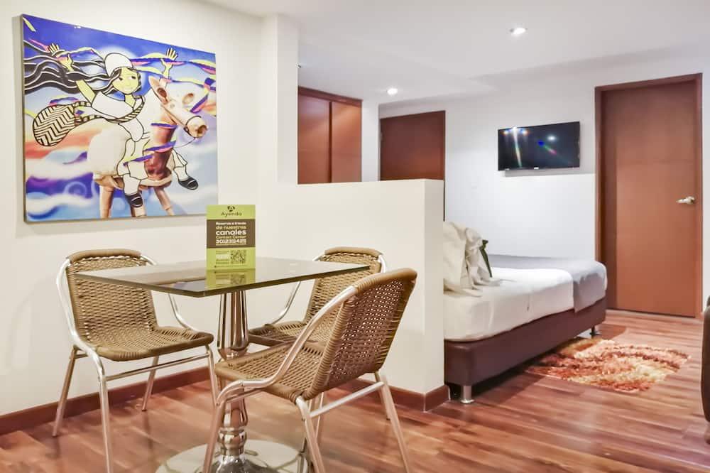 Улучшенный двухместный номер с 1 двуспальной кроватью - Обед в номере