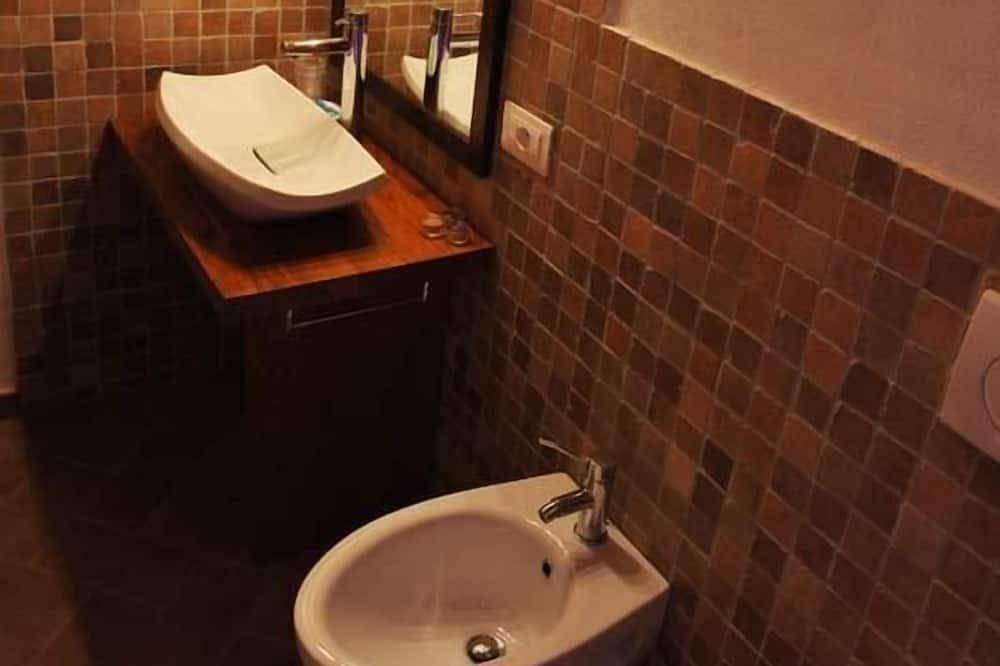 Двухместный номер с 1 двуспальной кроватью, отдельная ванная комната - Ванная комната
