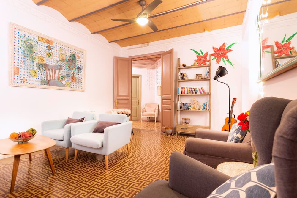 Triple Room, Private Bathroom - Living Room