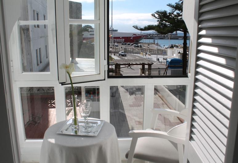 Hostal Alameda, Tarifa, Standard Double or Twin Room, Private Bathroom, Balcony