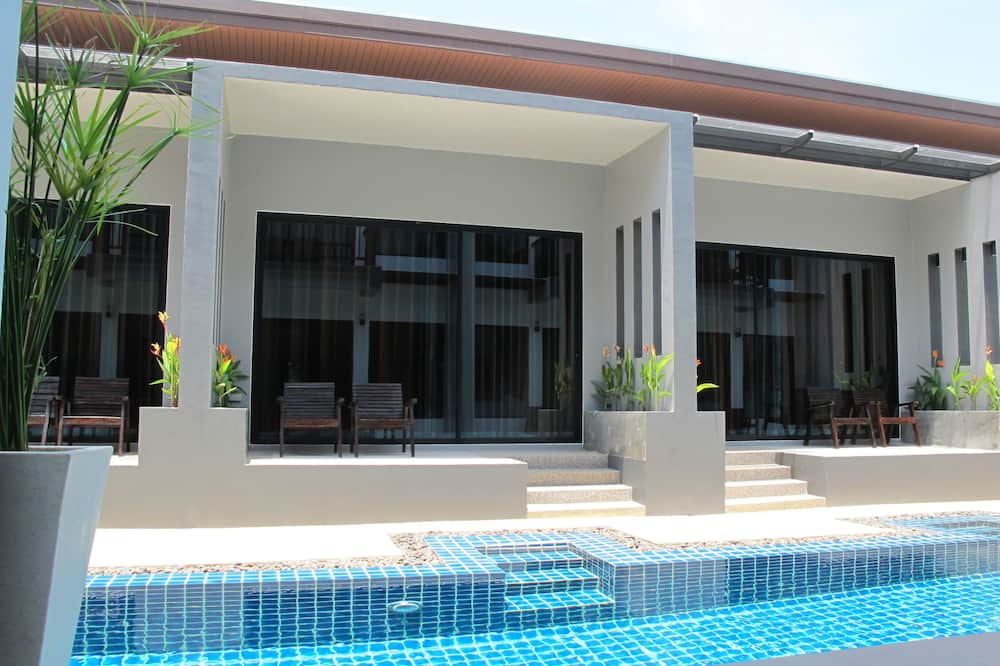 Deluxe Room, Pool Access - Outdoor Pool