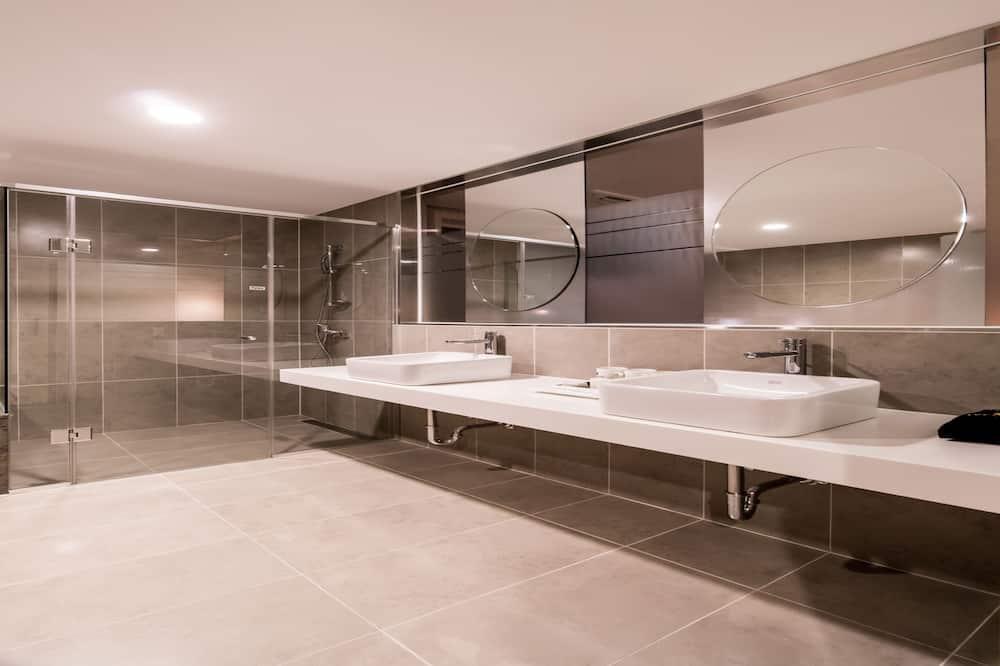 Premier Queen Room - Bathroom