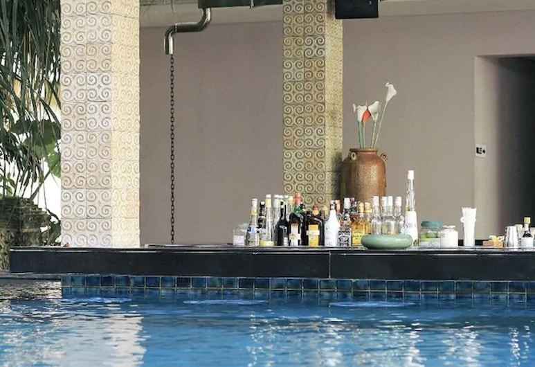民丹庫塔賓當酒店, 庫塔, 池畔酒吧