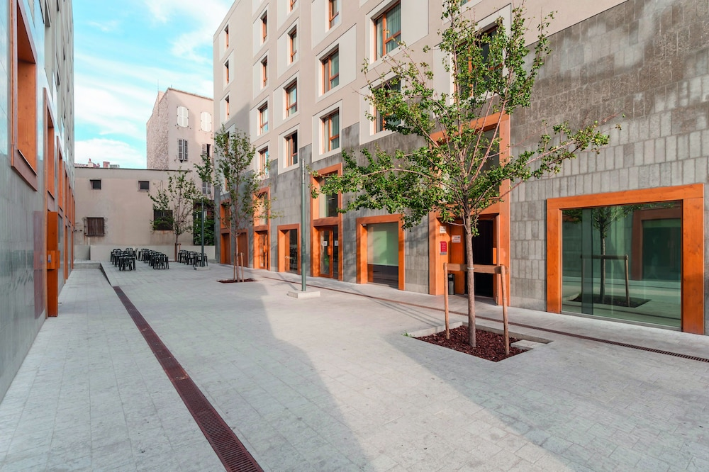 Book appart 39 city marseille euromed in marseille for Apart city hotel