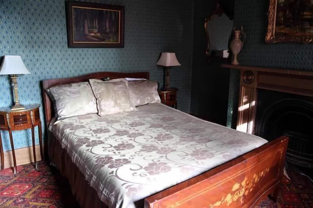 Standard Suite, 1 Bedroom, Non Smoking, Shared Bathroom (Room 3) - Living Area