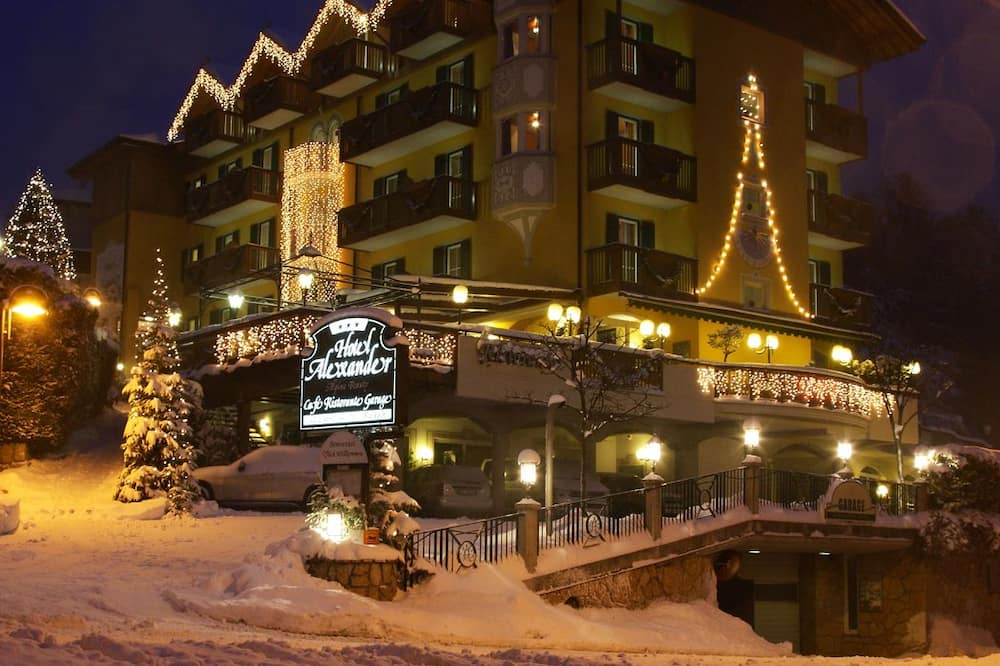 Průčelí hotelu