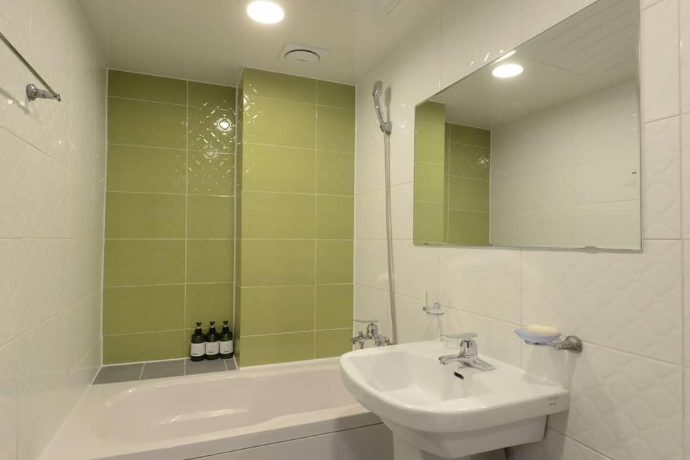 חדר דה-לוקס טווין, 2 מיטות זוגיות - חדר רחצה