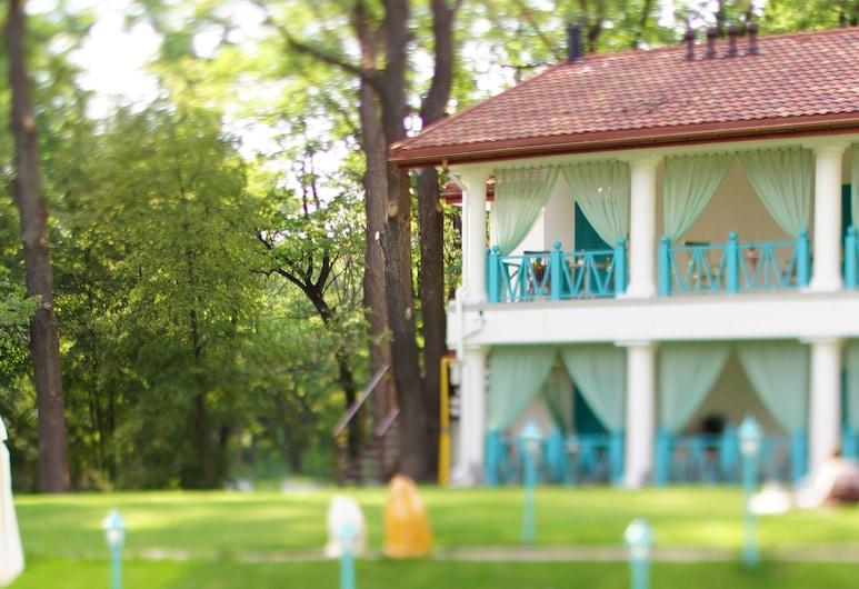 Nasha Dacha Country Estate, Kharkiv, Poolside Bar