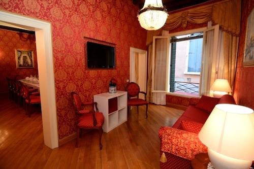 威尼斯餐廳公寓/