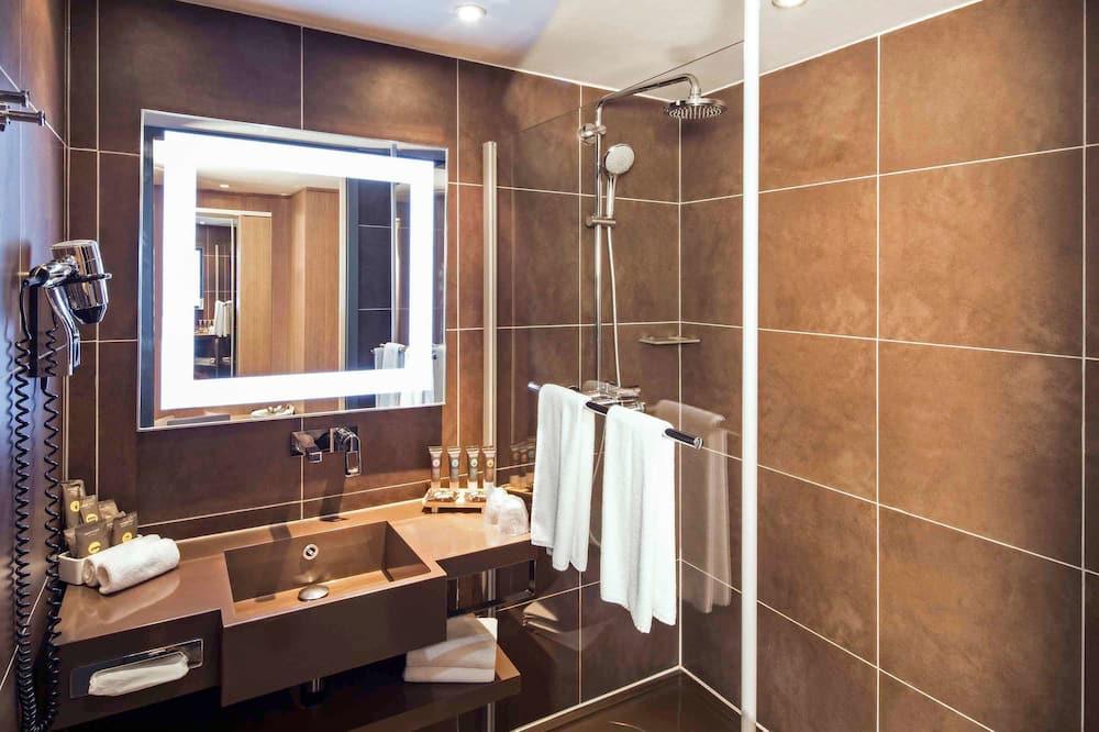 Executive Room, 1 King Bed with Sofa bed - Bathroom