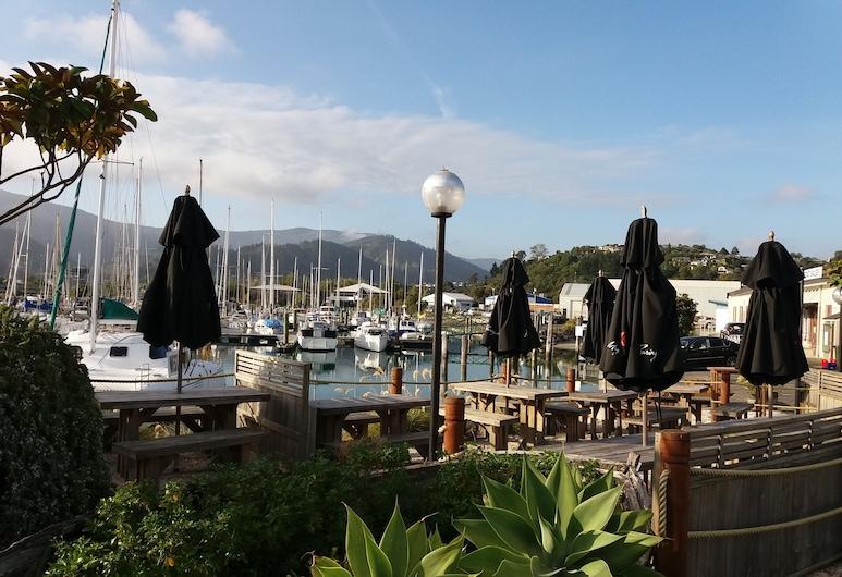 Harbourside Lodge, Nelson, Hotel bár