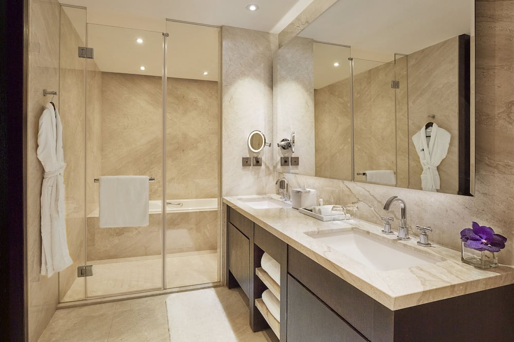 Duplex, 1 King Bed (Suite) - Bathroom