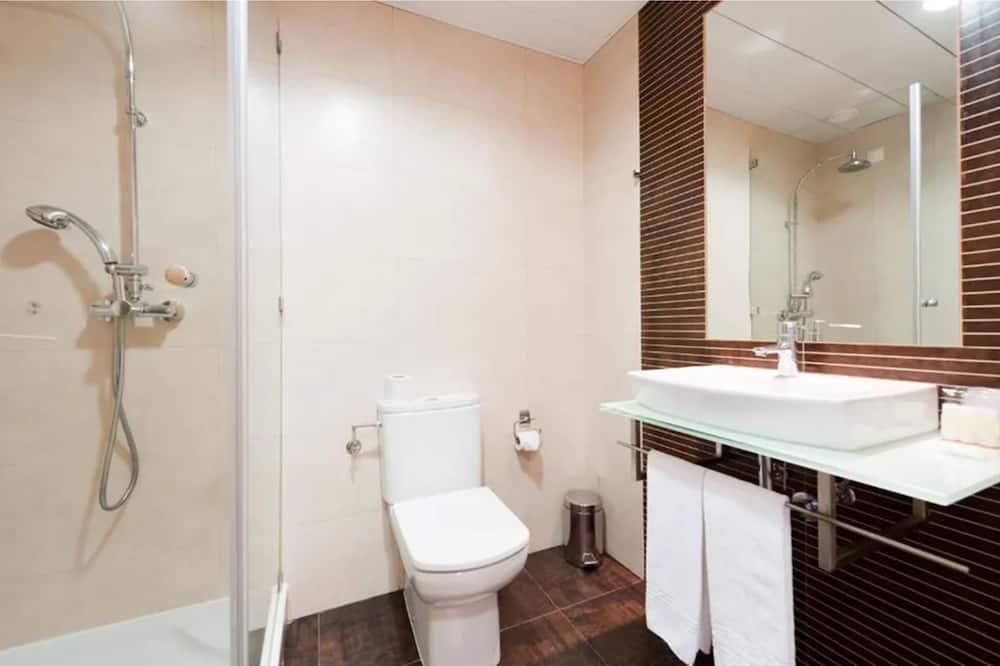 Kamar Double atau Twin (Land View) - Kamar mandi