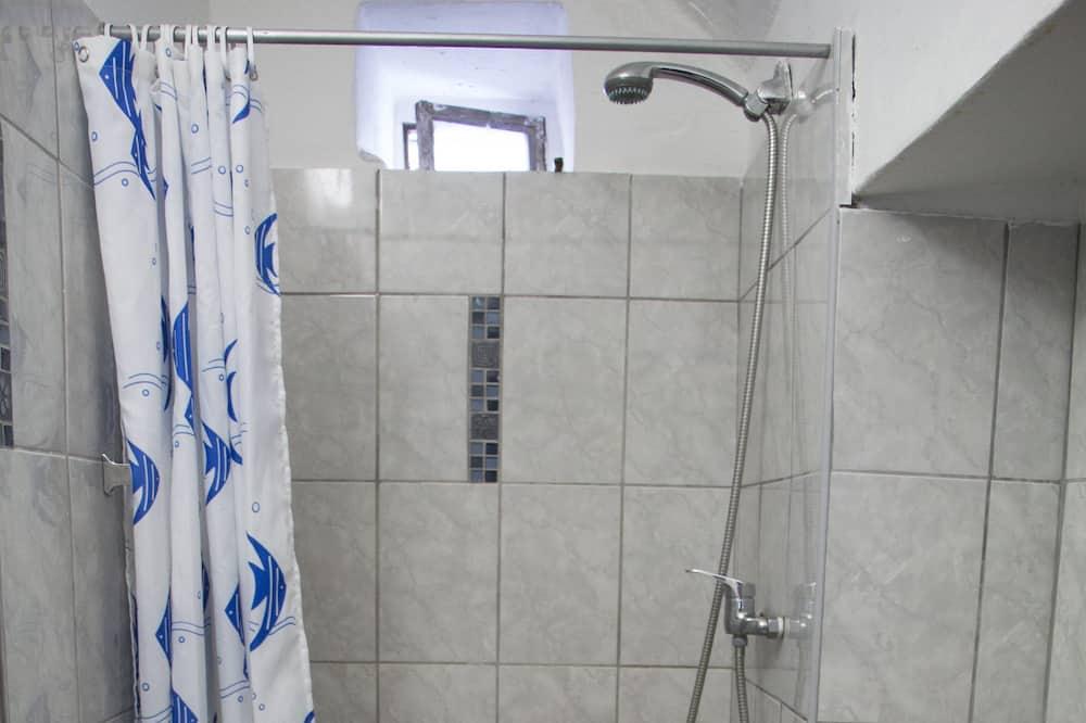 Chambre avec lits jumeaux, salle de bains attenante - Salle de bain