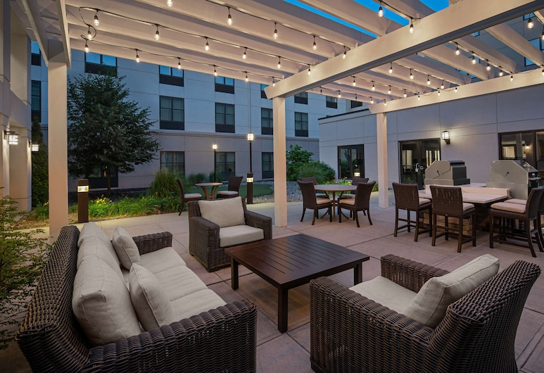 Homewood Suites by Hilton Carle Place - Garden City, NY, Carle Place, Innenhof