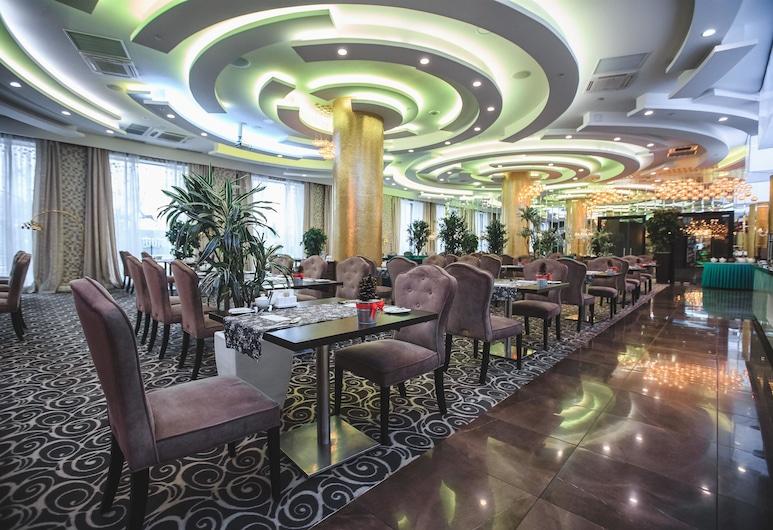 Ramada by Wyndham Kazan City Center, Kazan, Restaurant
