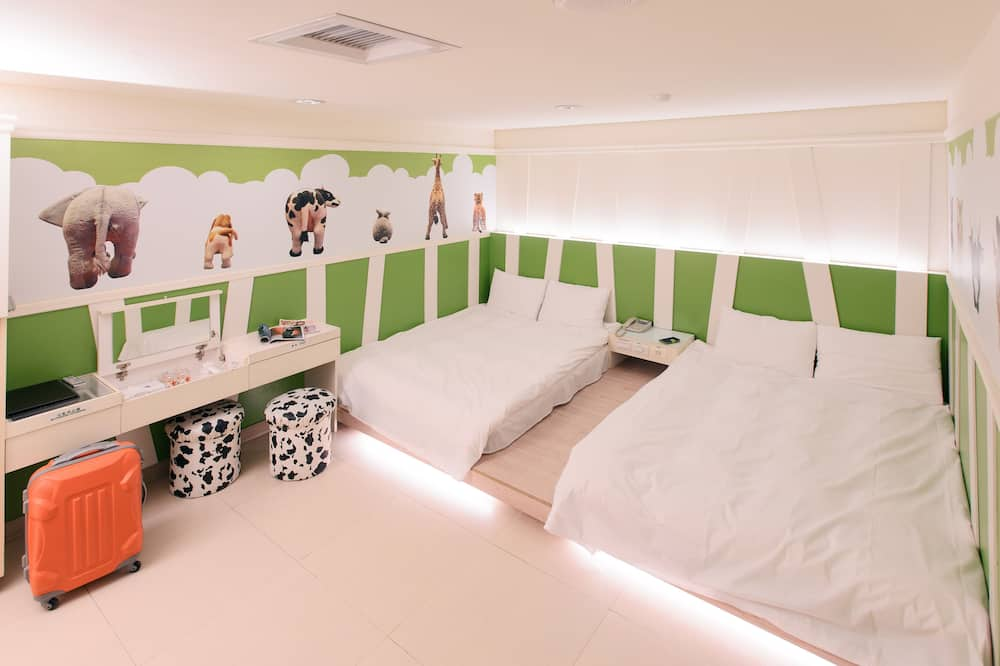 Standard Quadruple Room, No Windows - Children's Theme Room