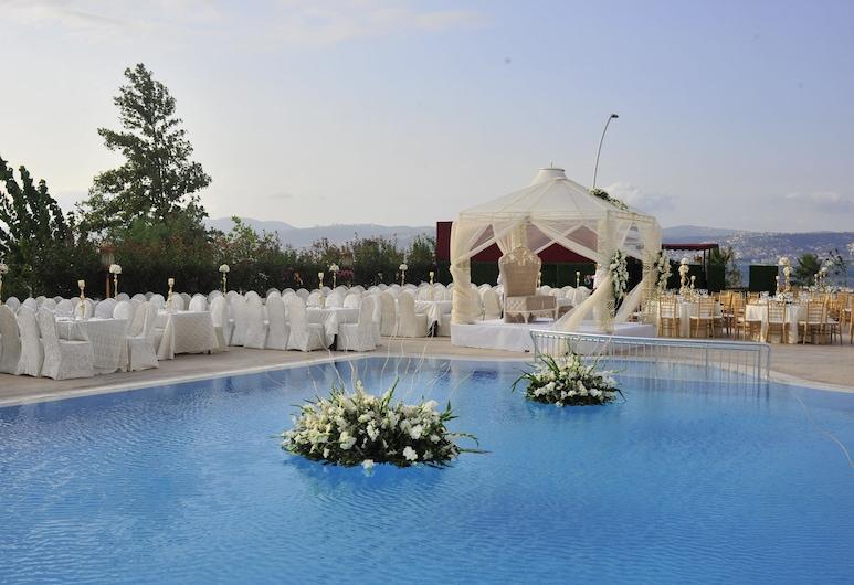 Wellborn Luxury Hotel, Bašiskele, Āra baseins