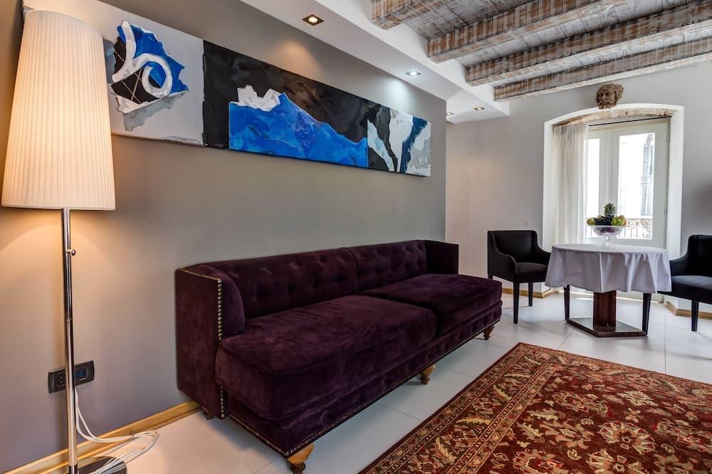 King Suite with Balcony - Oturma Alanı