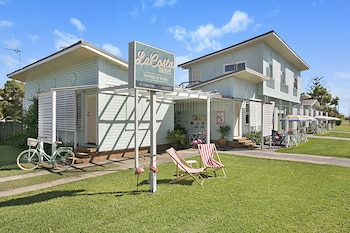 Picture of Gold Coast Airport Accommodation - La Costa Motel in Bilinga
