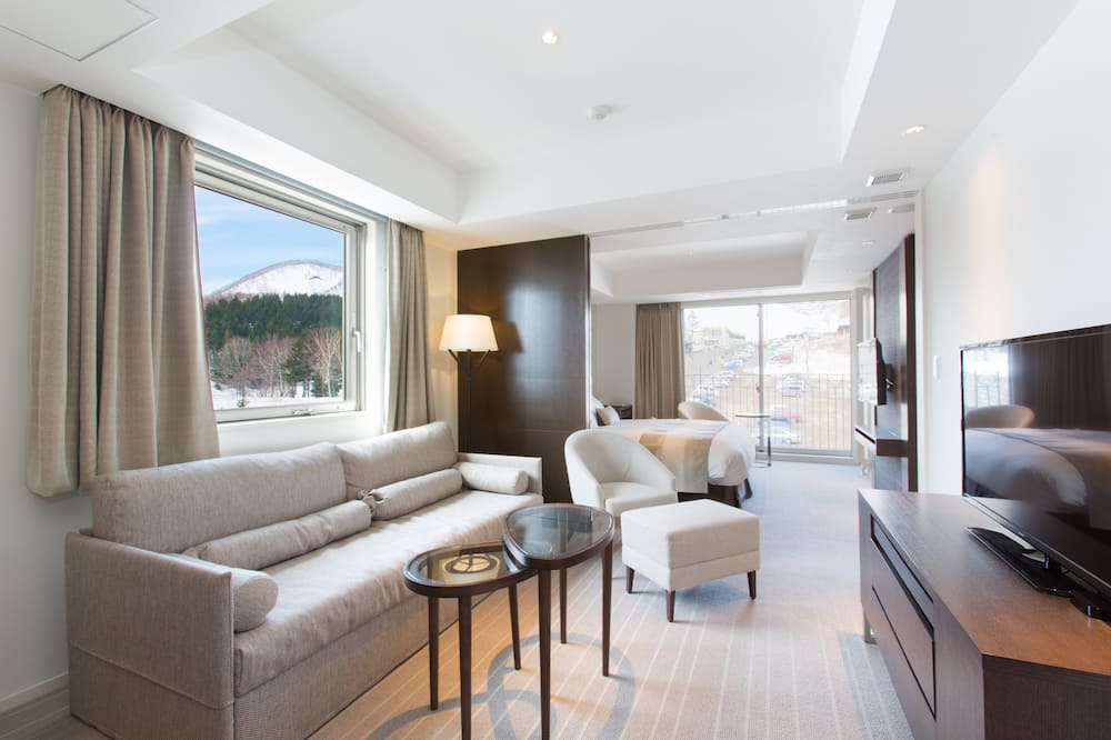 【Hirafu View】Deluxe Onsen Suite with Omakase Dinner Course at Snow Castle - Living Area