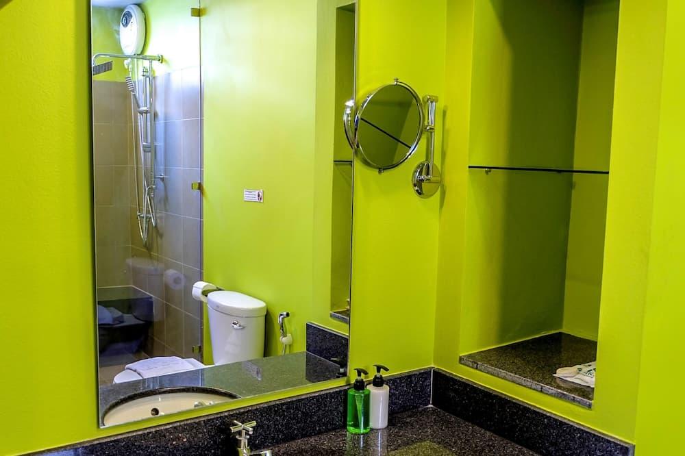Classic Triple Room, 3 Twin Beds - Bathroom