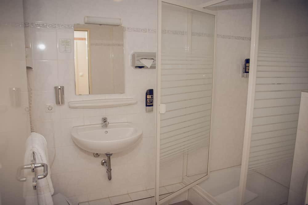 Pokój dwuosobowy z 1 lub 2 łóżkami, standardowy, wspólna łazienka - Łazienka