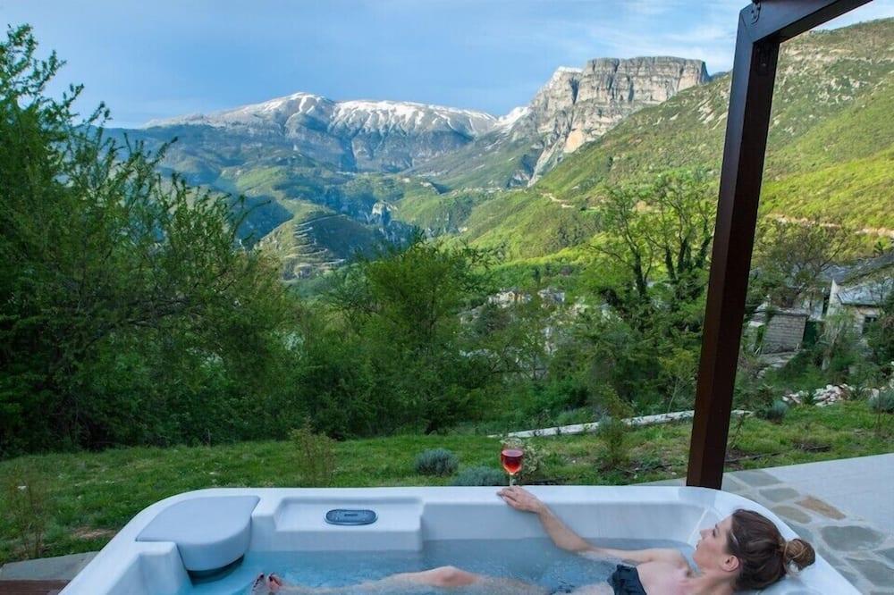 Honeymoon Suite (with Outdoor Jacuzzi) - Terrace/Patio