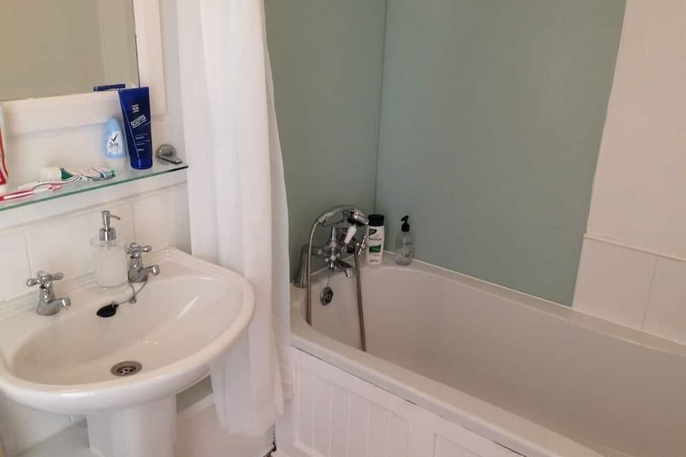 חדר משפחתי לשלושה, שירותים צמודים - חדר רחצה