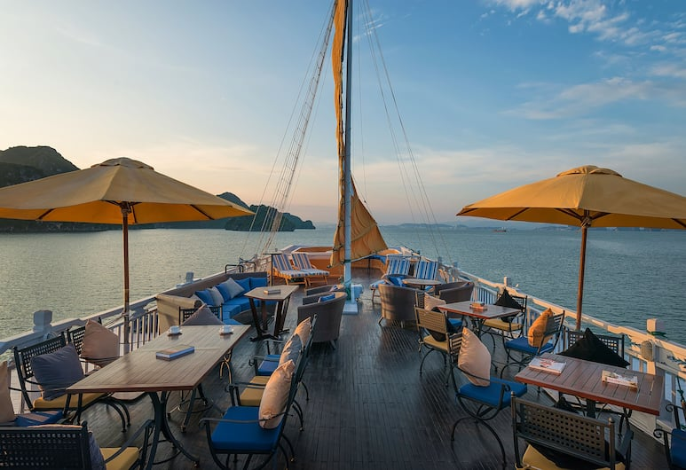Paradise Luxury Cruise, Ha Long, Terrass