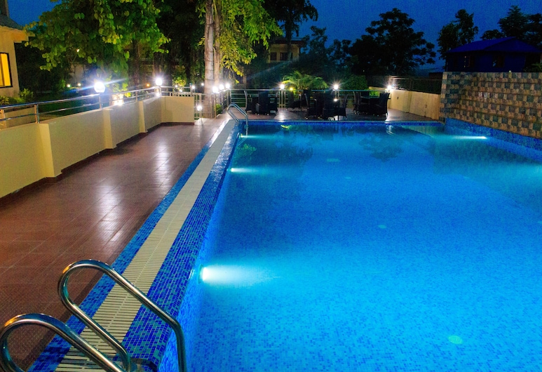 Hotel Rainforest, Sauraha, Outdoor Pool