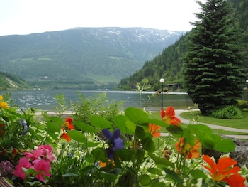 Enter your dates to get the Revelstoke hotel deal