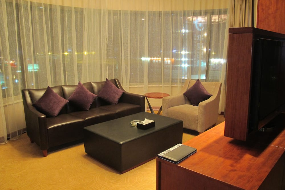Family Executive Suite - Living Area