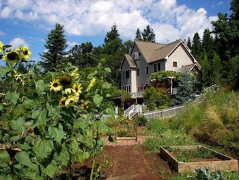 & Top 10 Husum Hotels Near Wind River Cellars | Washington | Hotels.com