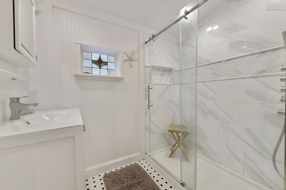 كوخ - بحمام داخل الغرفة - منظر للحديقة (Salty Soul Cottage) - حمّام
