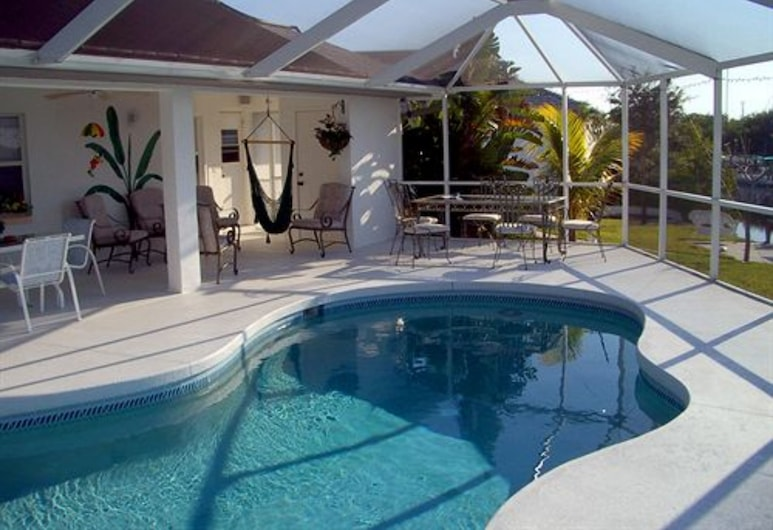 Tropical Paradise Bed & Breakfast, Port Charlotte, Piscina al aire libre
