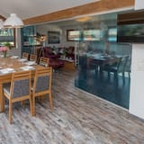 Executive Penthouse, 4 Bedrooms, Sauna (Private Spa, rooftop Terrace) - In-Room Dining