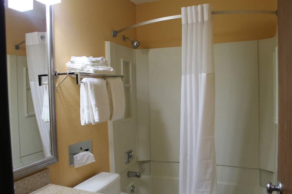 Standard Room, 2 Queen Beds, Non Smoking (Top Floor Rooms w/ No Elevator Access) - Bathroom